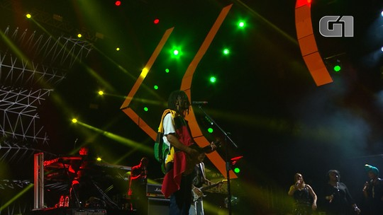Banda Natiruts toca 'Three Little Birds' no Festival de Verão