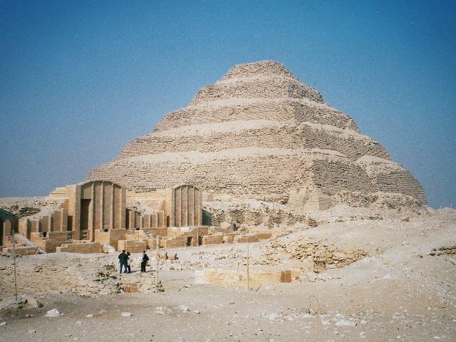 Necrópole de Saccara, local onde a oficina de mumificação foi encontrada (Foto: Wikimedia Commons)