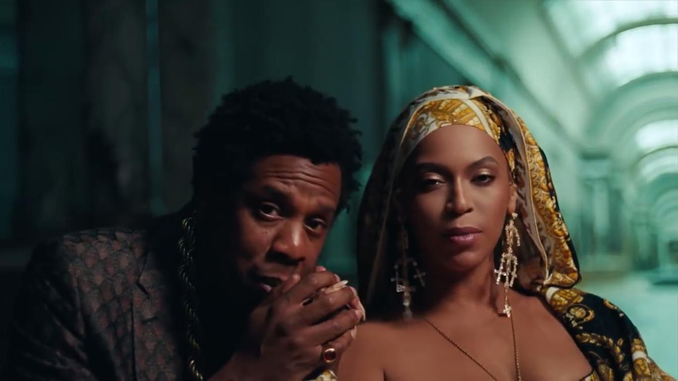 O rapper Jay-Z e a cantora Beyoncé, em clipe da parceria do casal como The Carters (Foto: Reprodução)