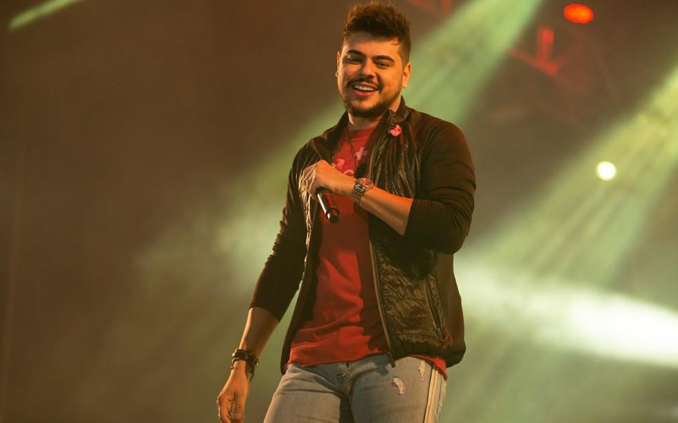 Cristiano durante show no interior de São Paulo; cantor deve ter alta na sexta-feira — Foto: Érico Andrade/G1