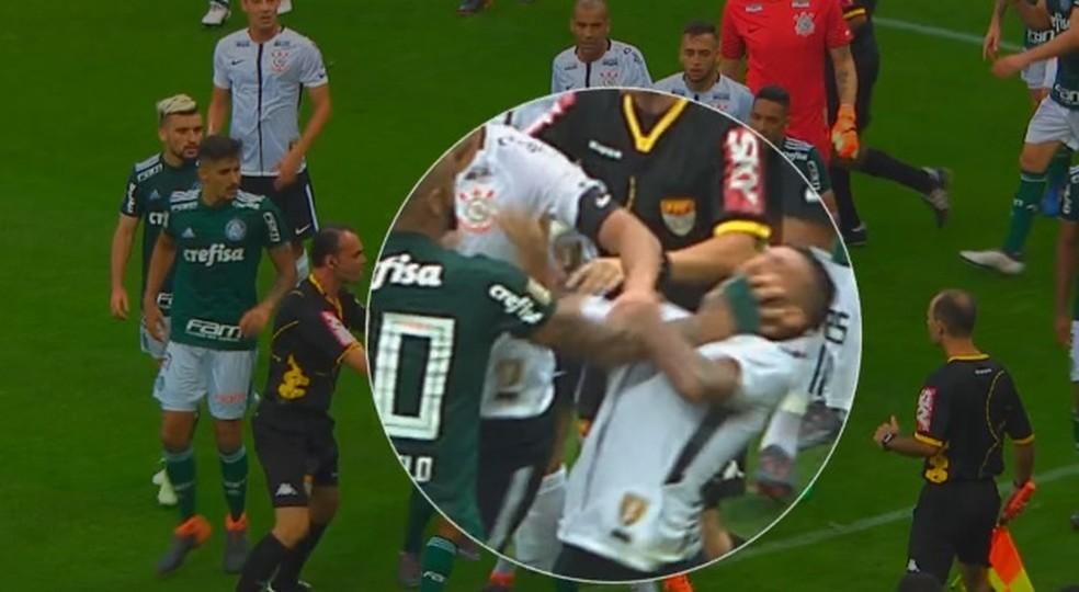 Felipe Melo e Clayson foram expulsos em confusão no Dérbi (Foto: Reprodução)