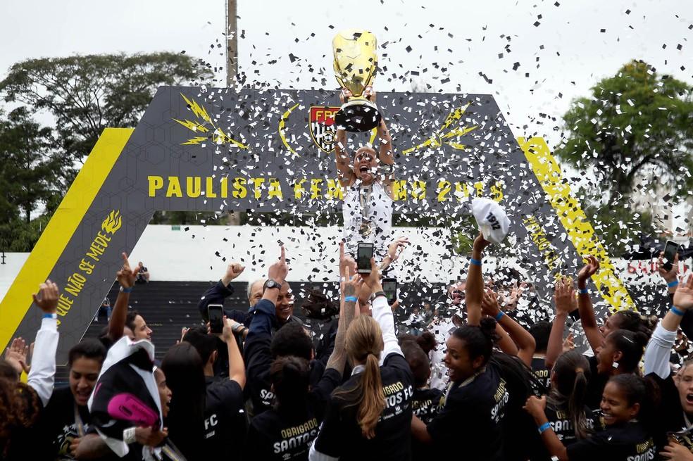 Após bater o Corinthians, o Santos sagrou-se campeão do Paulista Feminino em 2018 — Foto: Pedro Ernesto Guerra Azevedo/Santos FC