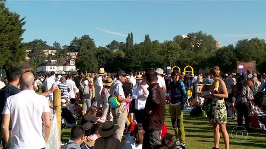 Partidas de Wimbledon são tão disputadas que parte do público acampa para conseguir um ingresso
