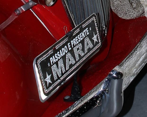 Mara Maravilha chegou em carro com placa personalizada (Foto: Thiago Duran/AgNews)