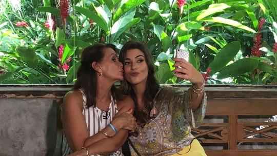 Emilly e Vivian matam a saudade dos celulares nos bastidores do 'Mais Você'