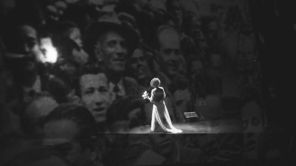 Espetáculo 'JK Um reencontro com o Brasil' mistura música, artes cênicas e visuais — Foto: Sesi Música/Thiago Britto/Divulgação