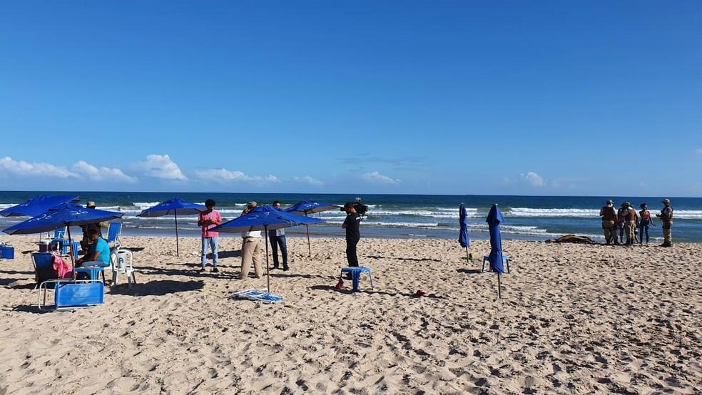 Ataque a tiros deixa morto e feridos na praia de Piatã, em Salvador — Foto: Júlio Cesar / TV Bahia