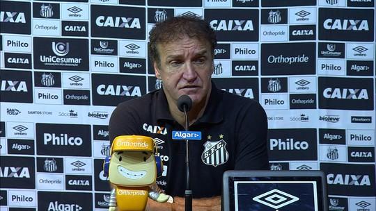 """Cuca diz que Santos foi prejudicado emocionalmente por erro da arbitragem: """"Sabia que ia perder"""""""