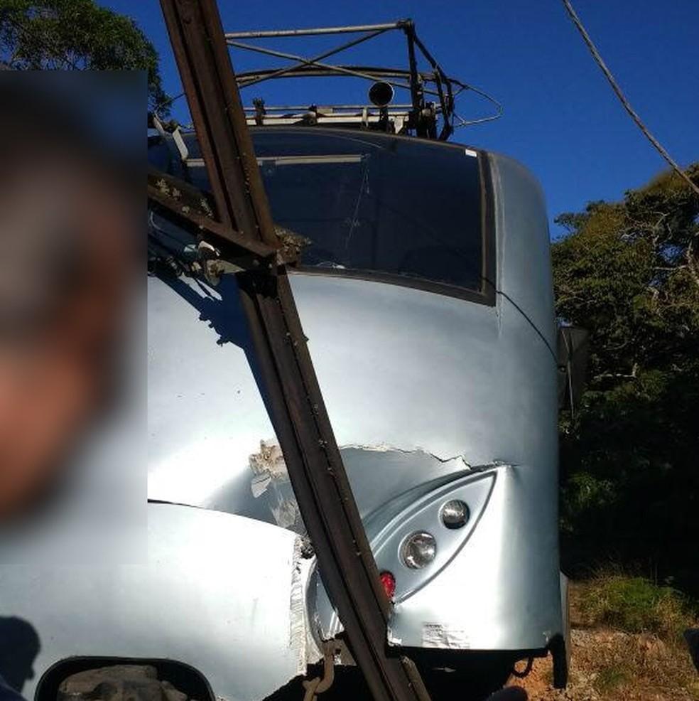 Bondinho de Campos do Jordão bateu em poste da própria ferrovia (Foto: Arquivo pessoal/Leandro Miranda)