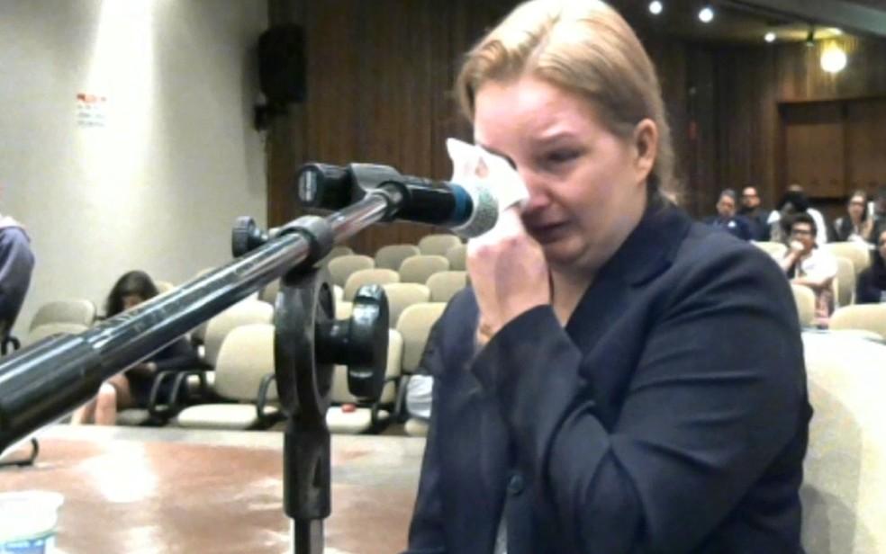 Vídeo mostra Elize Matsunaga chorando enquando respondia às perguntas do juiz — Foto: Reprodução