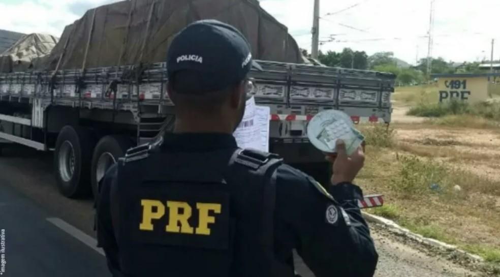 Caminhoneiro é flagrado com mais de vinte comprimidos de anfetamina no Pará. — Foto: PRF / PA