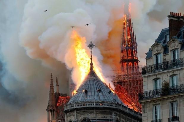 Notre-Dame: França deve abrir concurso para arquitetos projetarem nova torre