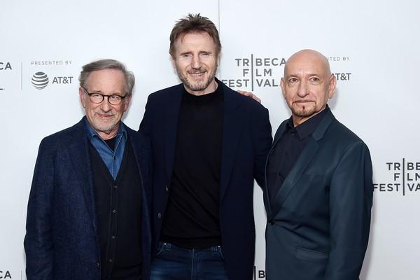 Steven Spielberg, Liam Neeson e Ben Kingsley no evento celebrando os 25 anos de A Lista de Schindler (Foto: Getty Images)