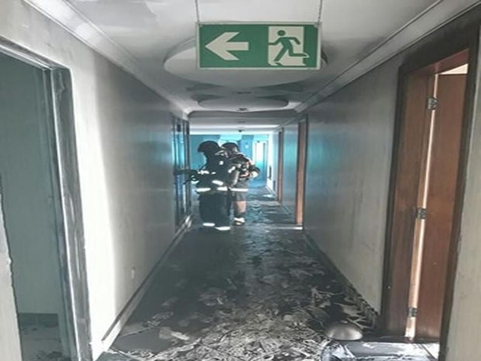 Apesar do susto, houve apenas danos materiais no hotel (Foto: CBM, Divulgação)