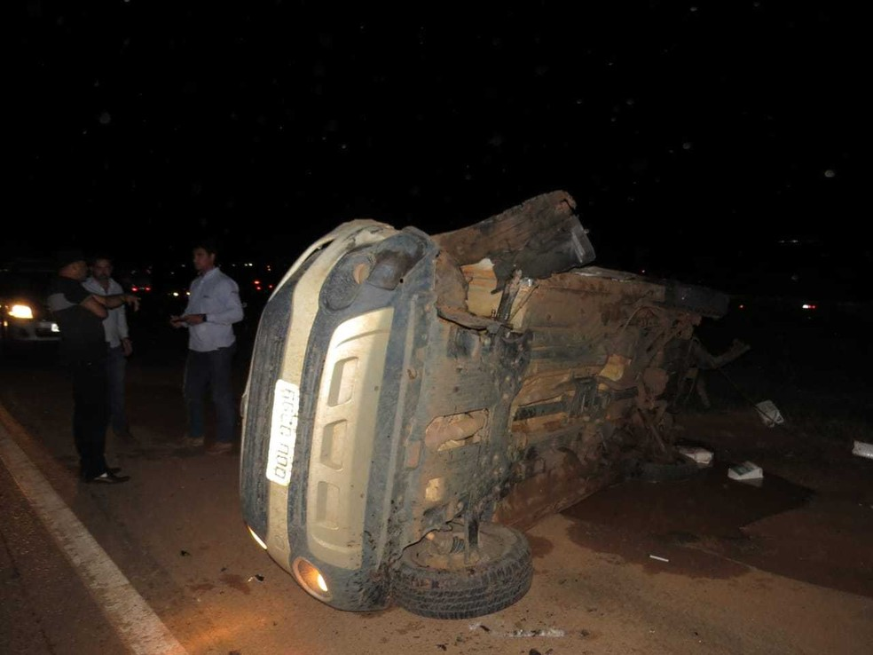 Veículos ficaram destruídos durante o acidente na BR-020. — Foto: Blog do Braga