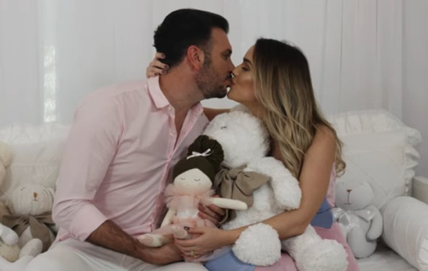 Fábio Elias e Thaeme esperam uma menina (Foto: Reprodução Instagram)
