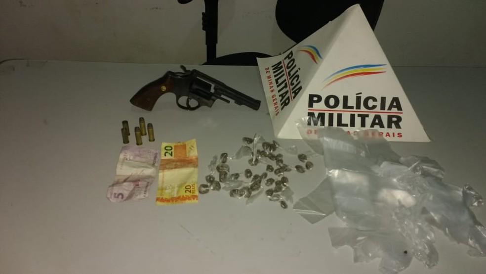 Material apreendido em ação no Bairro Planalto, em Itinga — Foto: Polícia Militar/Divulgação