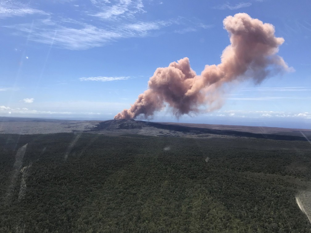 Cinzas do vulcão Kilauea, no Havaí, são vistas nesta quinta-feira (3) (Foto: U.S. Geological Survey via AP)