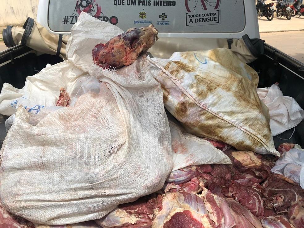 Carne apreendida foi jogada no lixão de Sena Madureira — Foto: Divulgação/MP-AC
