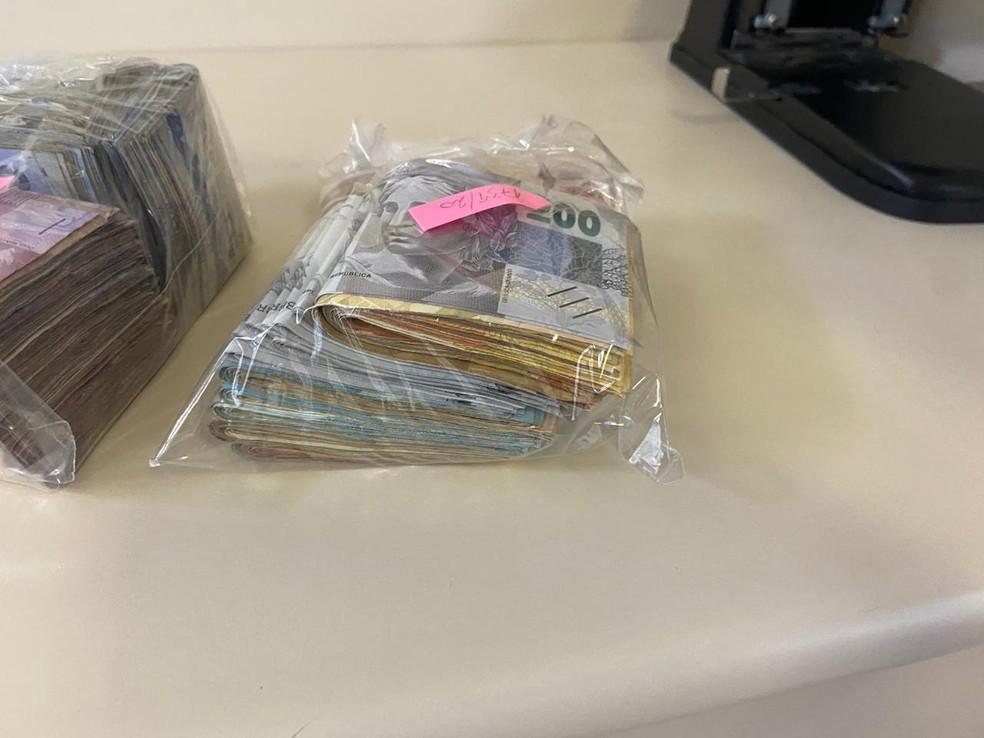 Em um dos endereços foram apreendidos R$ 15 mil — Foto: Reprodução