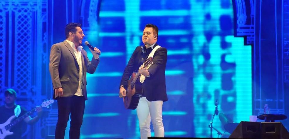 Bruno e Marrone fazem show em festa privada, no São João de Bananeiras (Foto: Júlio César Costa/Divulgação)