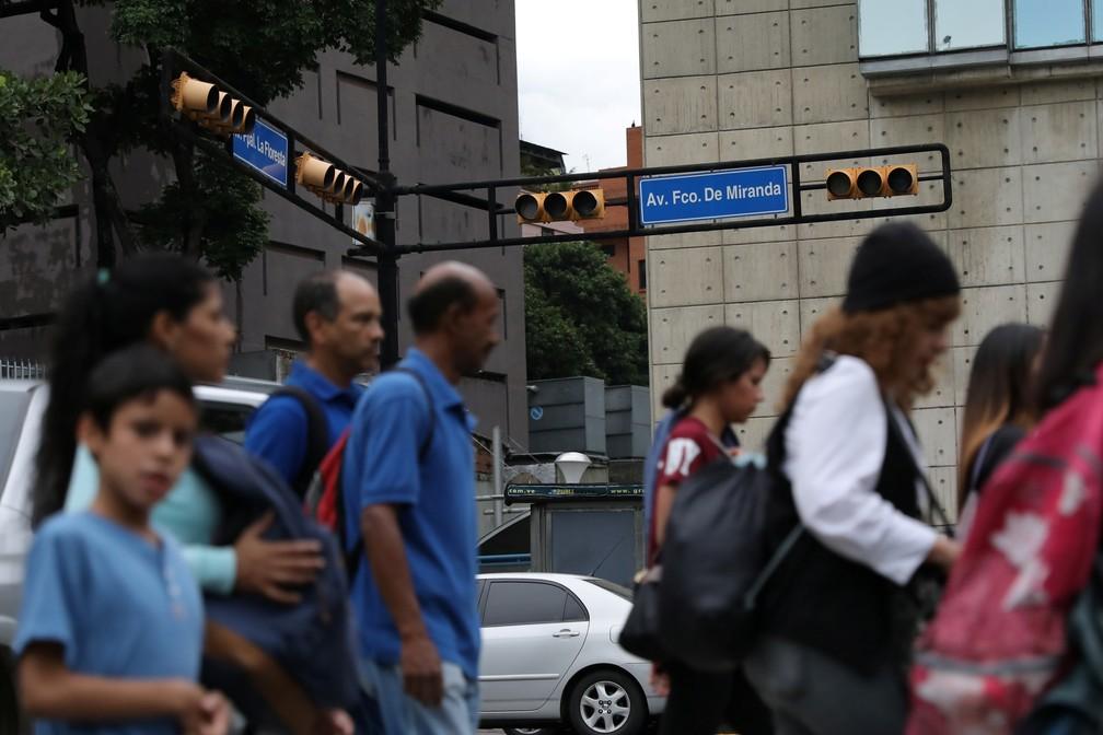 Semáforo não funciona em dia de blecaute em Caracas, na Venezuela — Foto: Manaure Quintero/Reuters