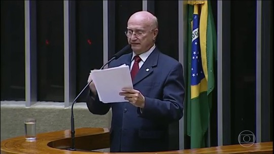 Ex-ministro diz ter sofrido pressão de Aécio e Renan