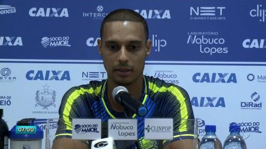 """Dono da lateral direita, Celsinho só pensa em entrar para a história do CSA: """"Ficará marcado"""""""