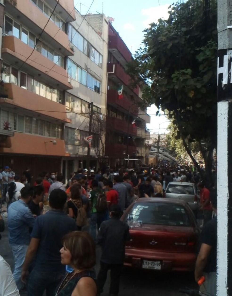 Lisandra contou que as ruas estão cheias de pessoas que não podem voltar para suas casas após o terremoto no México (Foto: Lisandra Mendes)