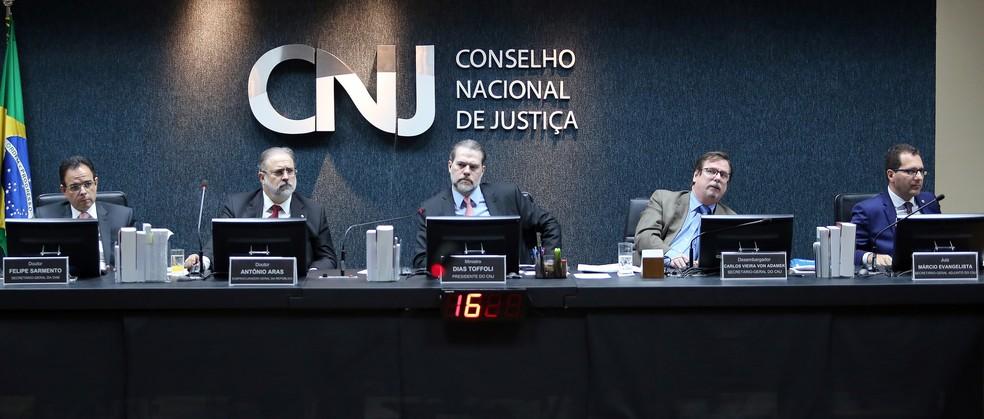 O ministro Dias Toffoli (ao centro) durante sessão do Conselho Nacional de Justiça (CNJ) — Foto: Luiz Silveira/Agência CNJ