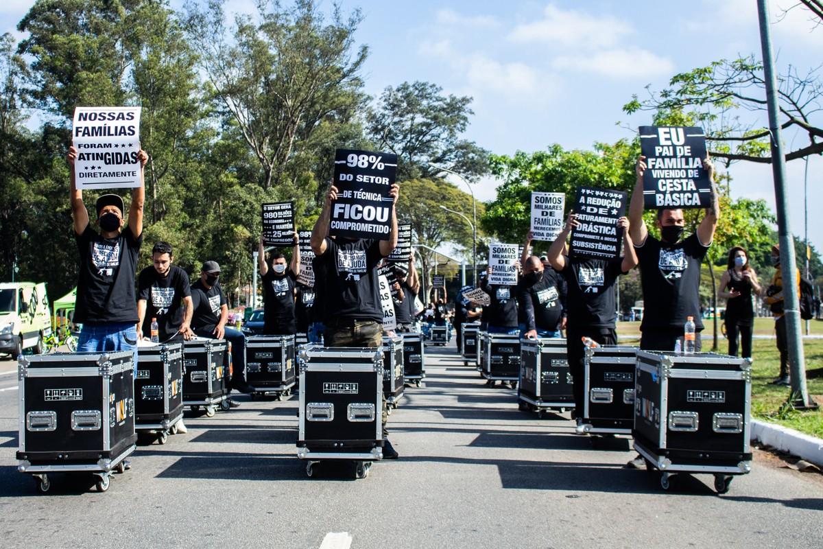 Técnicos de som, luz e imagem de eventos se manifestam em SP por protocolos para volta ao trabalho   São Paulo