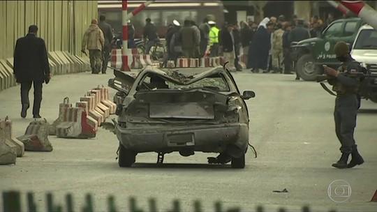 Ataque com ambulância-bomba mata 95 pessoas em Cabul, no Afeganistão