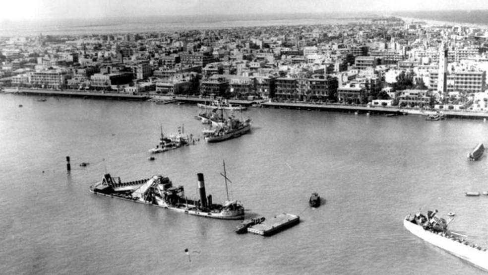 Egito afundou dois navios em ambos os lados do canal durante a guerra — Foto: Getty Images via BBC