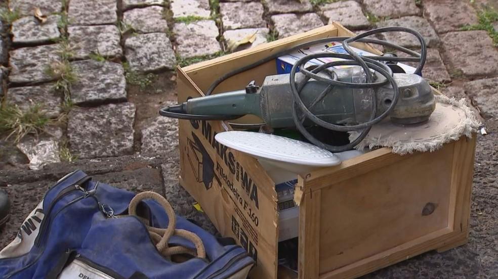 Objetos foram apreendidos com suspeitos em Rio Preto (SP) (Foto: Reprodução/TV TEM)