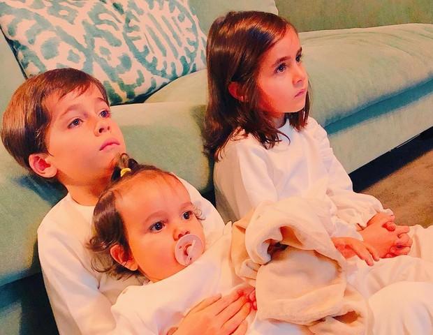 Vicente, Francisca e Julieta (no colo), filhos de Ricardo e Francisca Pereira (Foto: Reprodução/Instagram)