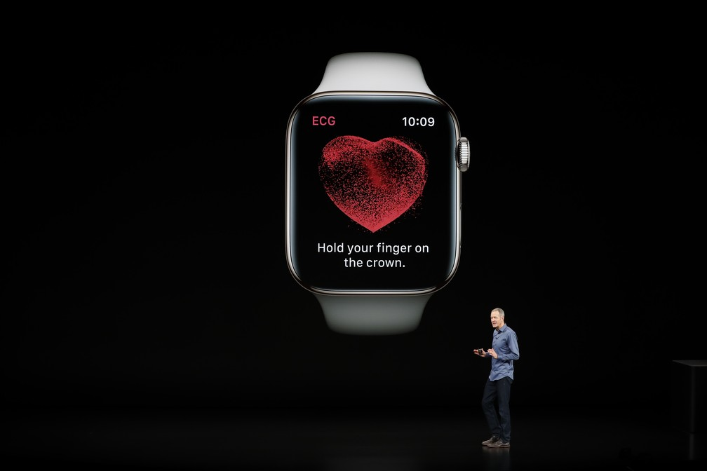 Jeff Williams, diretor de operações da Apple, apresenta o novo Apple Watch Series 4. — Foto: Stephen Lam/Reuters
