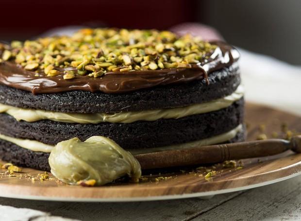 Receita de bolo brownie de cacau com pistache (Foto: Divulgação)
