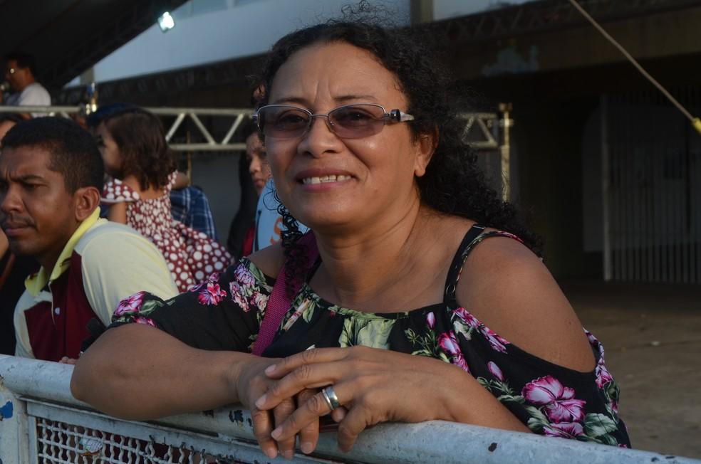 Joana Pantoja foi prestigiar a filha e lembrou da época em que desfilava na Avenida FAB — Foto: Rita Torrinha/G1