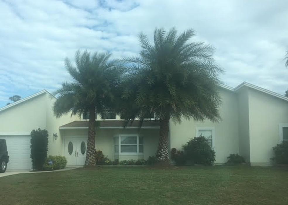 A casa de Port St. Lucie onde viveu os últimos anos e vendeu após a apreensão dos 60 fuzis, ano passado (Foto: Leslie Leitão/TV Globo)