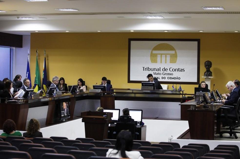 Conselheiros do TCE já recebem série de benefícios, além do salário de R$ 39,2 mil — Foto: TCE-MT