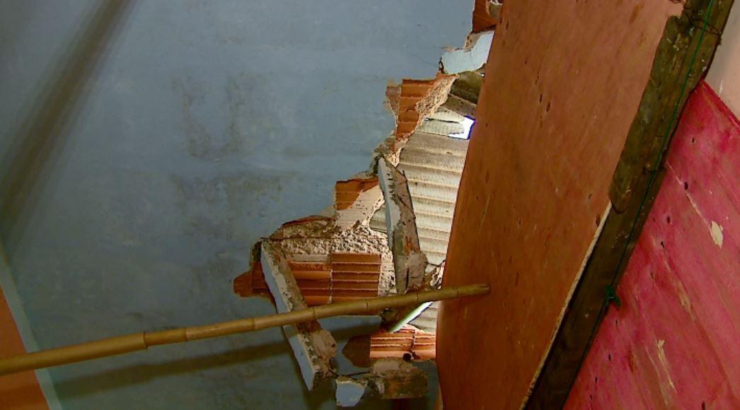 Casa de São Carlos atingida por ônibus em abril ainda não foi reconstruída