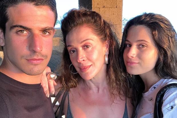 Claudia Raia com os filhos (Foto: Reprodução/Instagram)