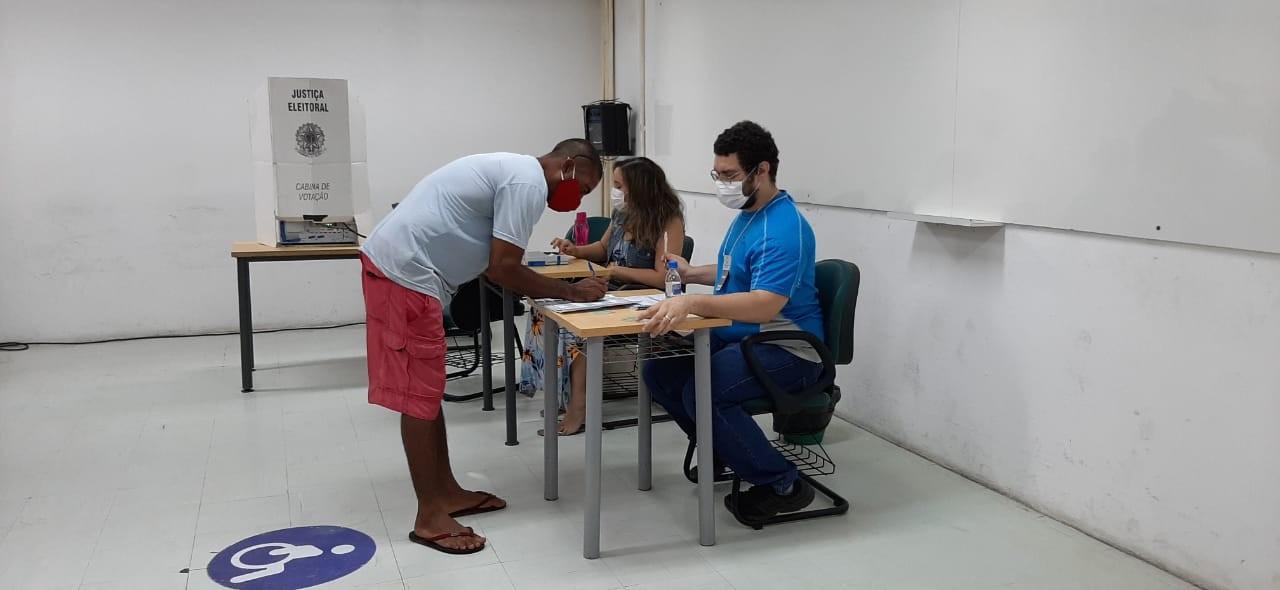 Recife e Paulista têm votação em segundo turno para escolher prefeito