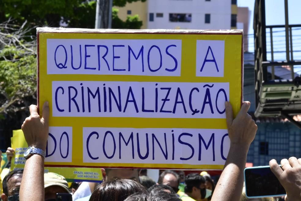 Natal, RN: Manifestação a favor do presidente ocorre na Praça Cívica. — Foto: Pedro Vitorino
