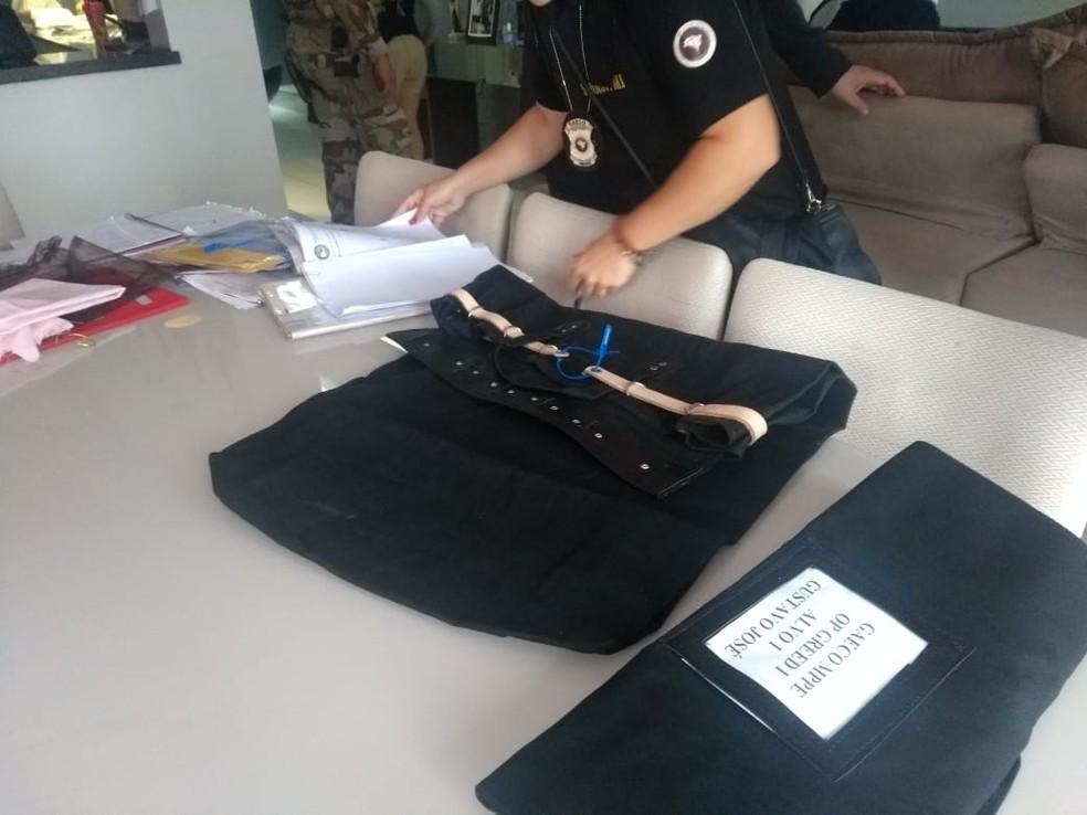 Ministério Público de Pernambuco (MPPE) apreende documentos durante Operação Greed, nesta terça-feira (23) — Foto: MPPE/Divulgação