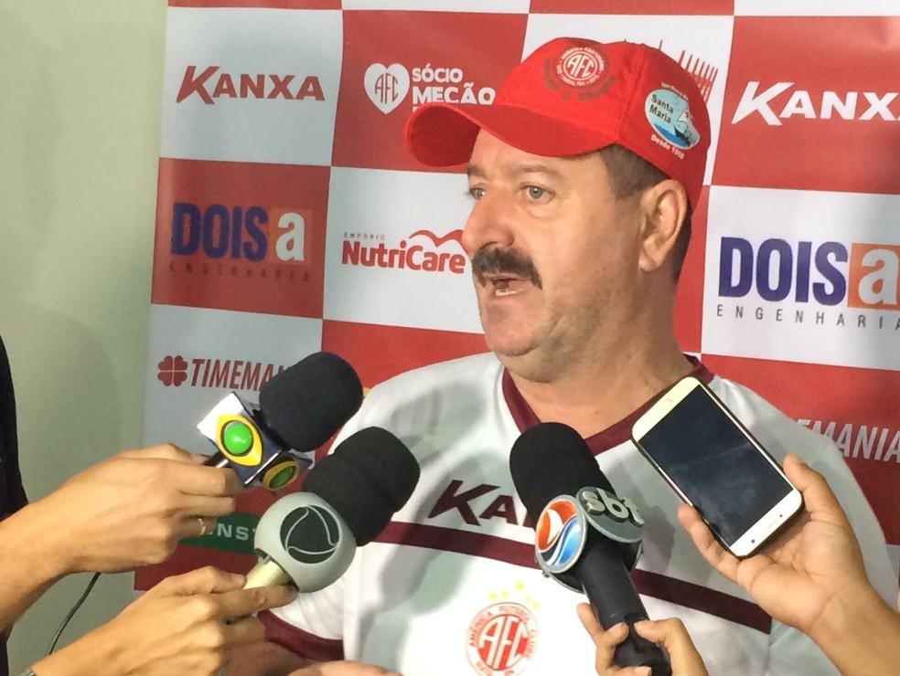 Leandro Campos quer time pronto no início do estadual (Foto: Hugo Monte/GloboEsporte.com)