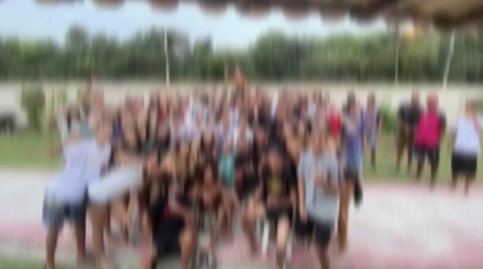 Festa de aniversário clandestina reúne mais de 300 jovens em condomínio em Cabo Frio, no RJ — Foto: Reprodução/Inter TV