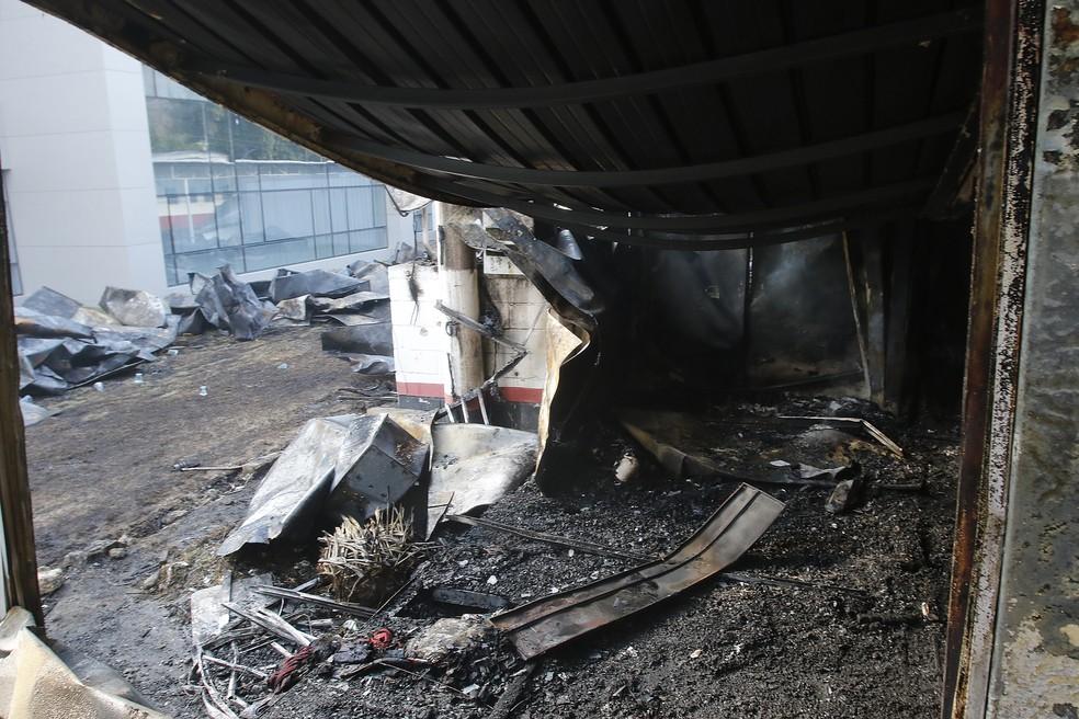 Incêndio atingiu alojamento do Ninho do Urubu e matou 10 jogadores da base — Foto: Agência estado