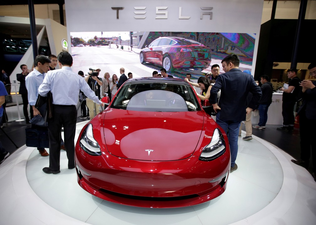 Tesla exibe Model 3 no Salão de Pequim de 2018 (Foto: Jason Lee/Reuters)