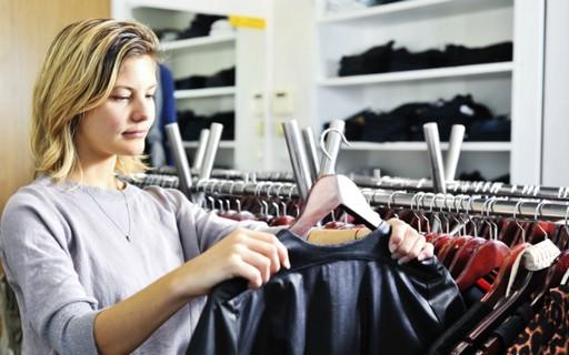Especialista ensina 5 dicas para fazer um detox no guarda-roupa
